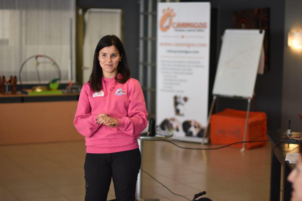 Jessica Ciminnisi, durante el Curso de Instructor en Activación Mental Canina® (Nivel 1) organizado por CANMIGOS